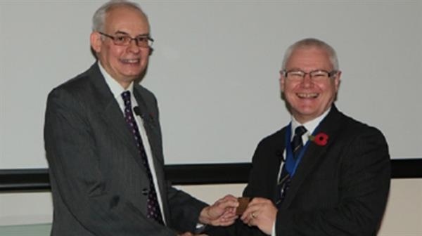 fenning-receives-plaquette-frank-walton