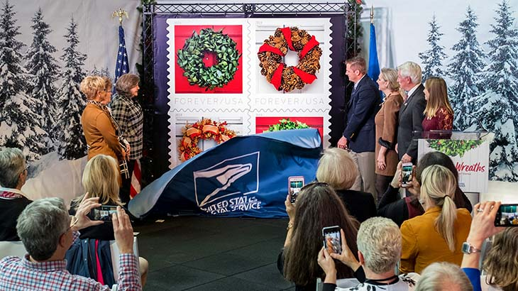 holiday-wreaths-stamps-unveiled