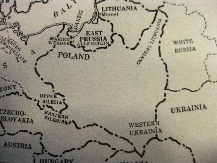 old-stamp-albums-scott-international-junior-album-outline-map-europe-poland