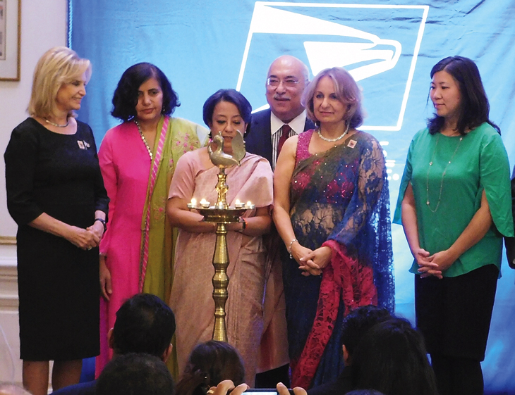 participants-in-the-lighting-of-the-diyas
