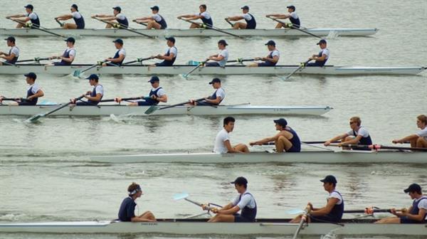 team-rowing-race