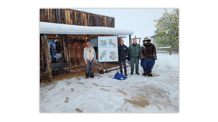 united-states-2021-otters-snow-otter-montana-postmark-ceremony